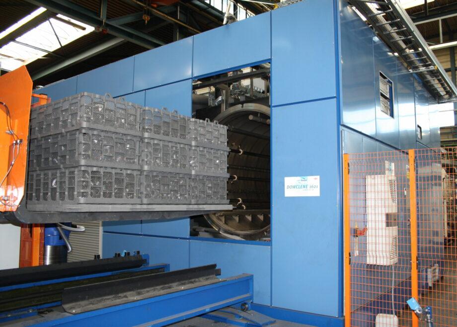 Machine de dégraissage de grandes charges avant traitement thermique