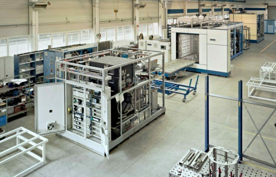 Machine de dégraissage solvants en atelier