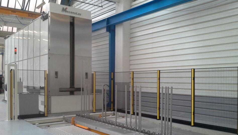 Machine de nettoyage pour pièces volumineuses multibains avec dimensions adaptées