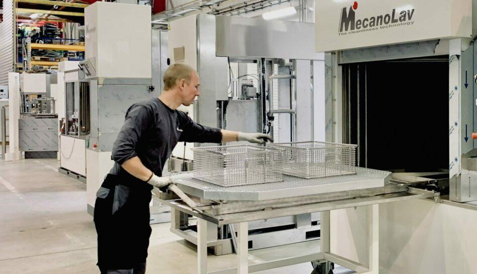 Chargement frontal pour nettoyage de pièces en machine monobain
