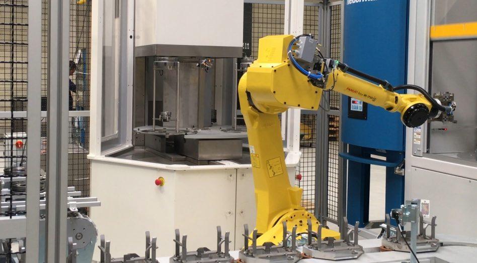Machine de nettoyage en cellule robotisée