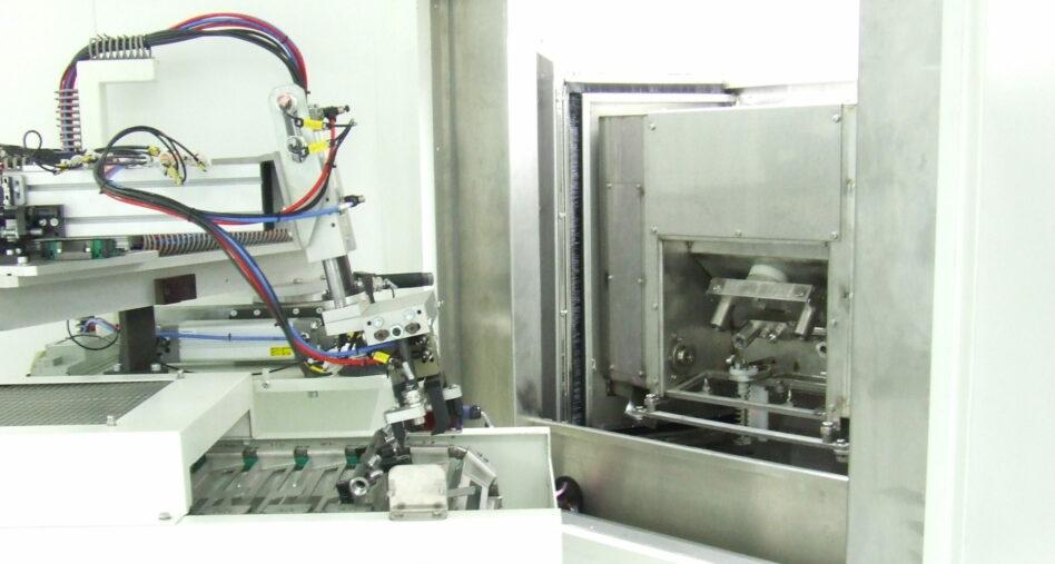 Carrousel de nettoyage particulaire - chargement avec robot