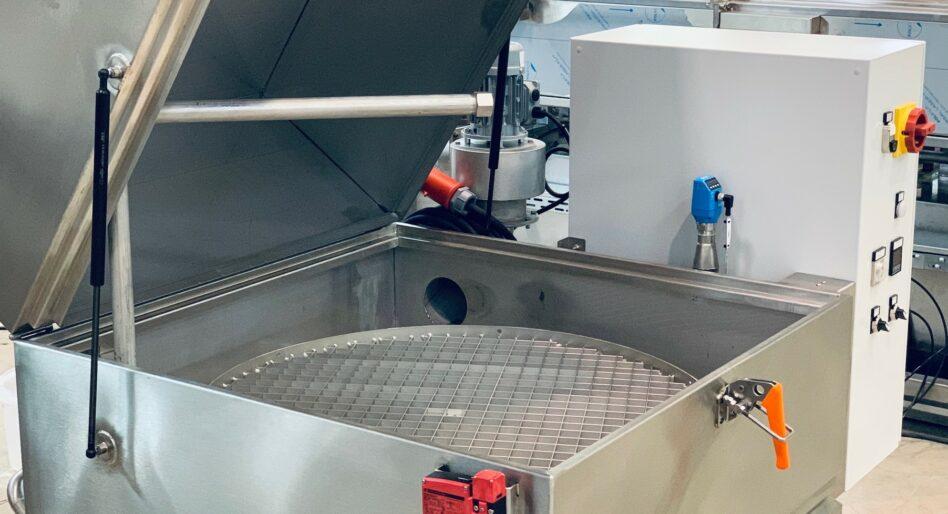 Machine de nettoyage de pièces mécaniques sur plateau rotatif