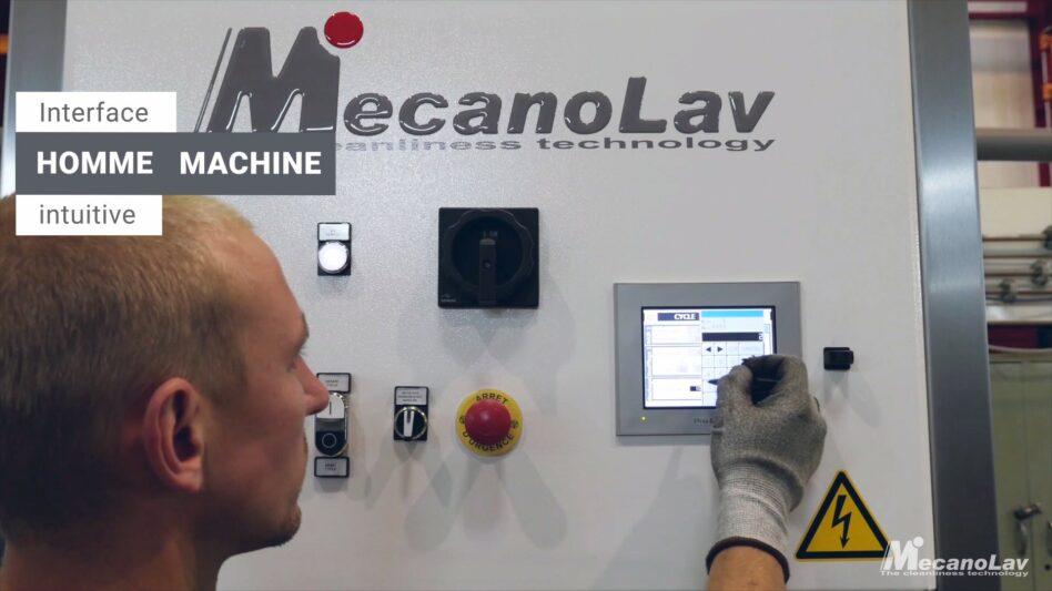 Machine de nettoyage de pièces mécaniques avec afficheur tactile
