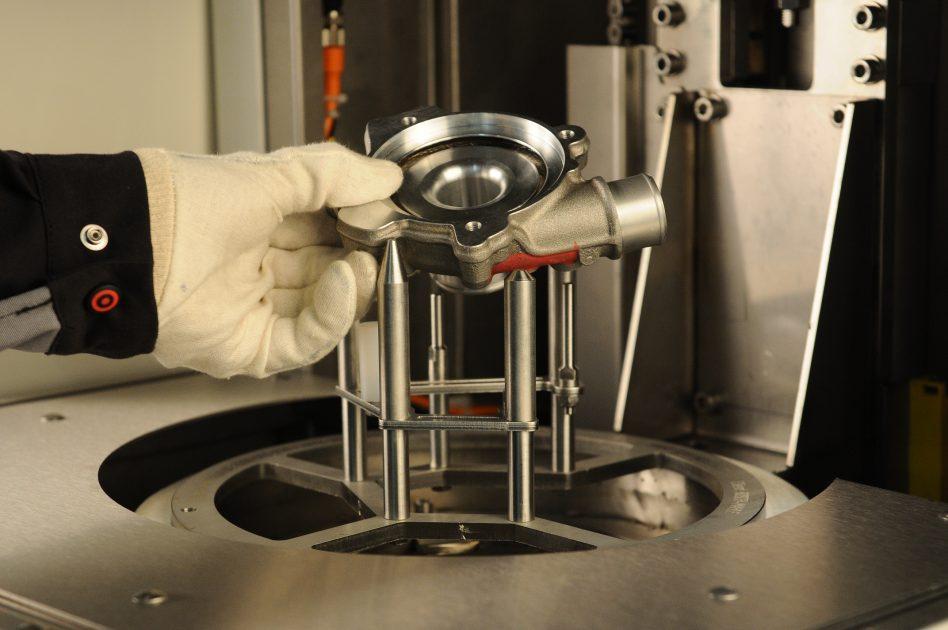 Machine de nettoyage ultra compacte en flux unitaire